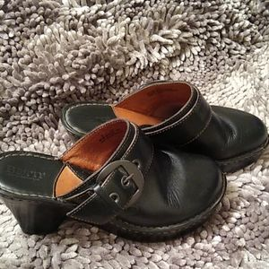Born black leather up mules w/ buckle  8 M/W